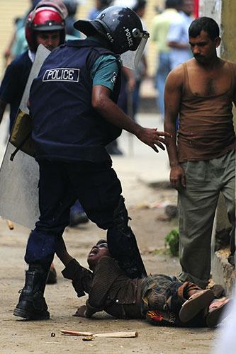 A-Bangladeshi-policeman-k-007