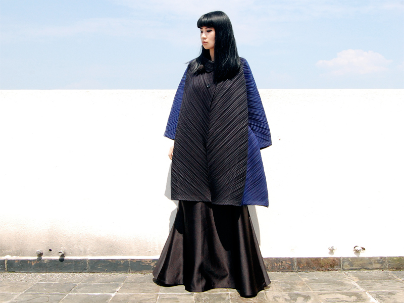 Issey-Miyake-Ombre-Coat-4